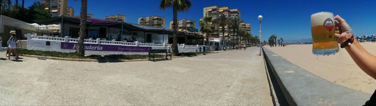 cerveza junto al mar playa urbanova capricho raquel